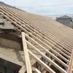 H邸葺替工事 新しい垂木(桧材:芯持)への取り換え