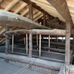 H邸葺替工事 屋根裏から見た屋根地の様子