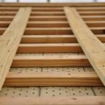 旧西條藩陣屋北御門修復工事 下葺材の突起物が横桟木との隙間を作り万一雨が入っても水を軒まで逃がす